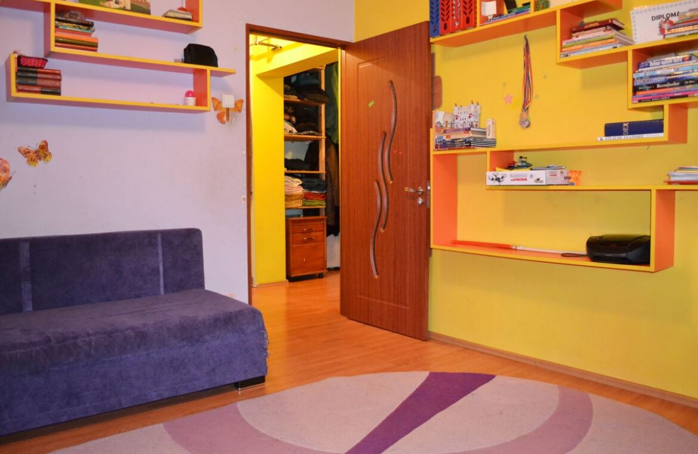 Apartament 3 camere Dristor de vanzare